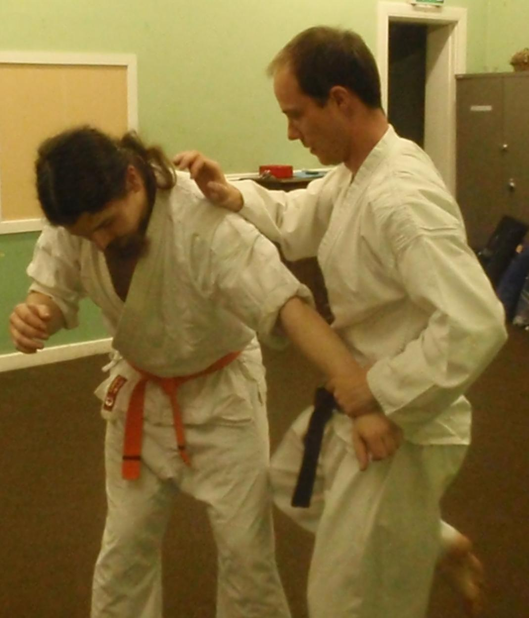 Even if it misses the kyusho point, a knee strike to the thigh works well